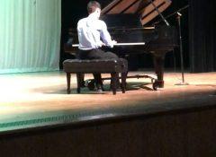 """Quinn playing """"Summertime"""" (Gershwin)"""